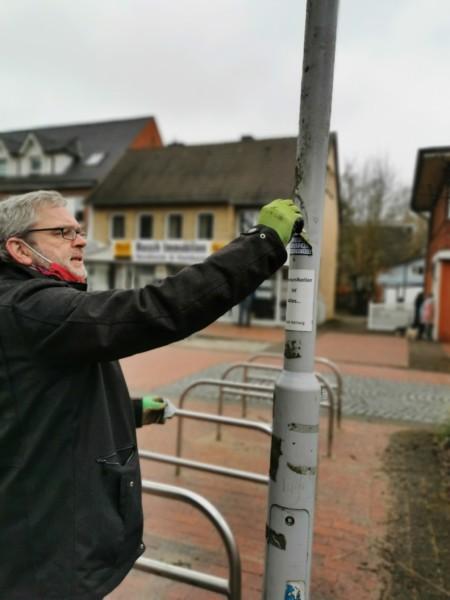 Frank Piwecki beseitigt Vandalismus